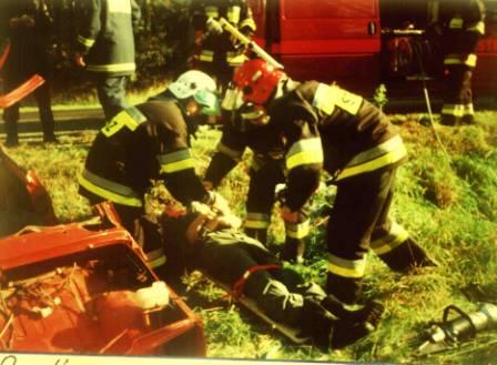 10 września 1998r. Ćwiczenia na drodze i na wodzie w miejscowości Kalinowiec gm. Łochów, w których udział biorą różne podmioty ratownicze.