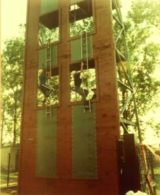 10 wrzesień 1998r. uroczyste otwarcie wspinalni. W tym dniu węgrowskim strażakom przybył długo oczekiwany obiekt - 14 metrowa wspinalnia - ściana do ćwiczeń, na której mogą doskonalić swoje umiejętności zawodowe i sportowe.